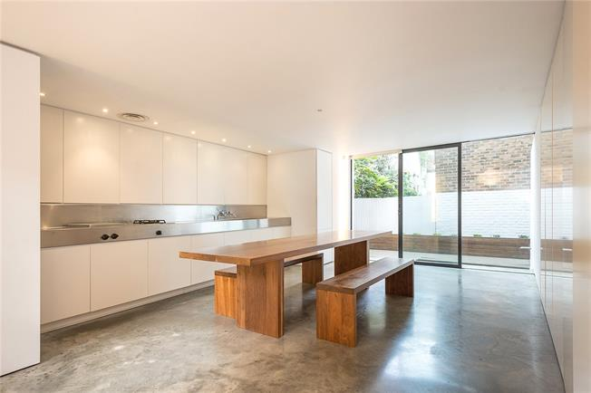 Asking Price £1,850,000, 3 Bedroom Semi Detached House For Sale in London, N1
