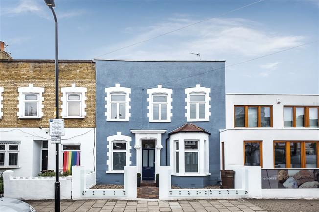 Offers in excess of £1,000,000, 4 Bedroom House For Sale in London, N16