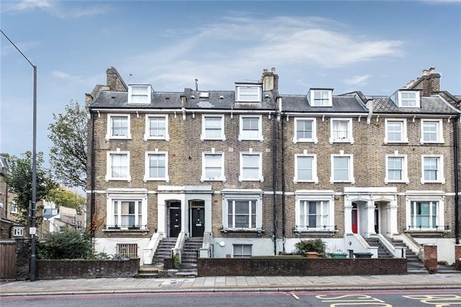 Offers in excess of £400,000, 2 Bedroom Flat For Sale in London, N16