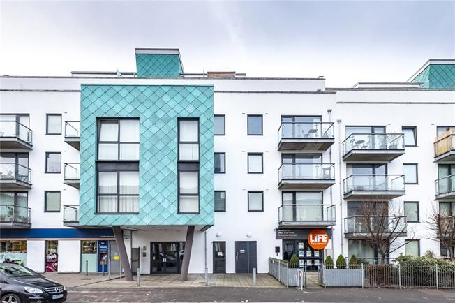 Asking Price £700,000, 3 Bedroom Flat For Sale in London, N5
