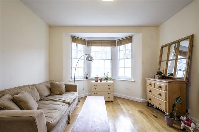 Offers in excess of £450,000, 2 Bedroom Flat For Sale in London, N1