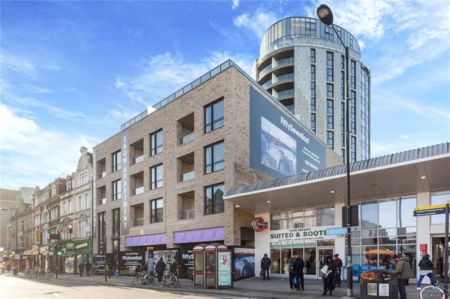 Asking Price £650,000, 2 Bedroom Flat For Sale in London, E8