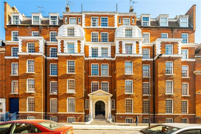 Asking Price £360,000, Flat For Sale in London, WC1N