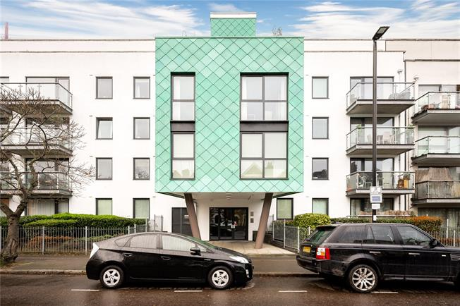 Asking Price £600,000, 3 Bedroom Flat For Sale in London, N5
