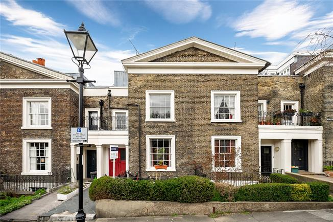 Guide Price £1,800,000, 4 Bedroom Terraced House For Sale in London, WC1X