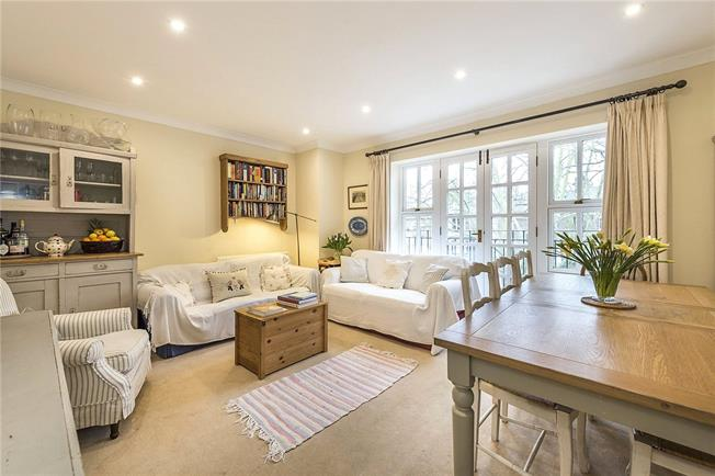 Offers in excess of £475,000, 2 Bedroom Flat For Sale in London, N5