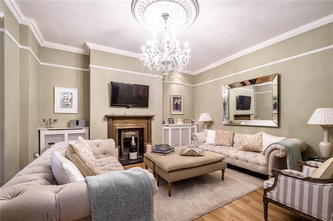 Asking Price £850,000, 2 Bedroom Flat For Sale in London, N5