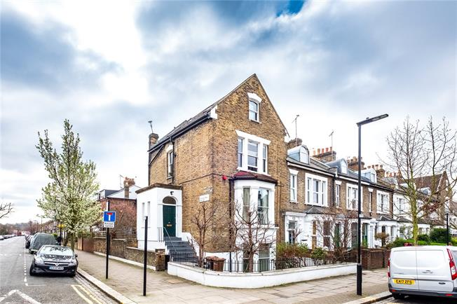 Asking Price £700,000, 2 Bedroom Flat For Sale in London, N4