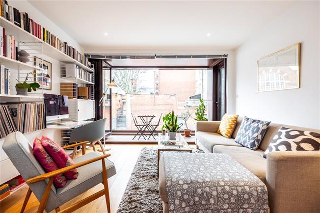 Asking Price £675,000, 2 Bedroom Flat For Sale in London, N1