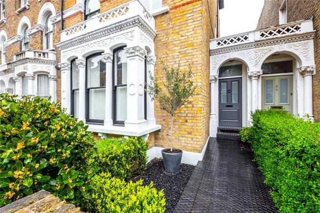 Asking Price £2,000,000, 4 Bedroom End of Terrace House For Sale in London, N4