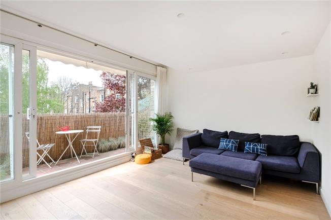 Offers in excess of £900,000, 3 Bedroom Flat For Sale in London, N1