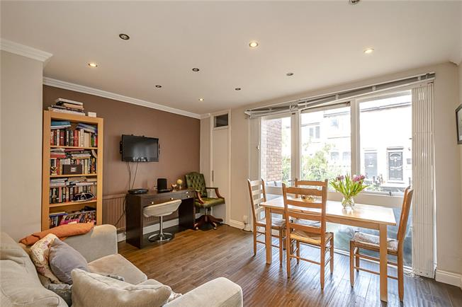 Guide Price £400,000, 2 Bedroom Flat For Sale in London, N7
