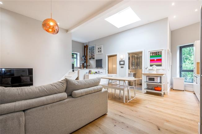 Asking Price £500,000, 1 Bedroom Flat For Sale in London, N16
