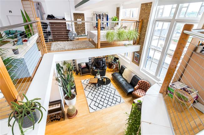 Asking Price £650,000, 2 Bedroom Flat For Sale in London, E9