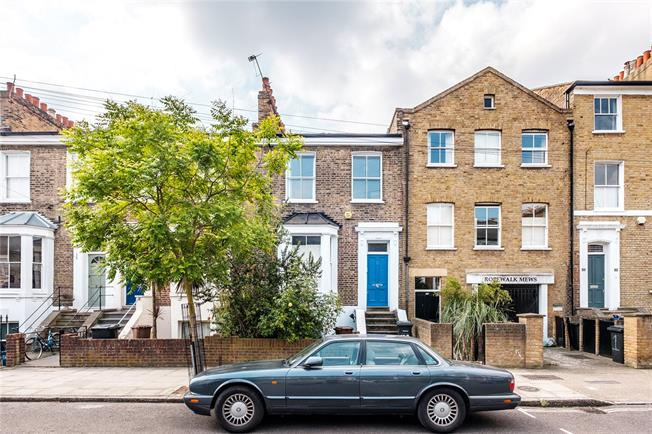 Offers in excess of £450,000, 1 Bedroom Flat For Sale in London, E8