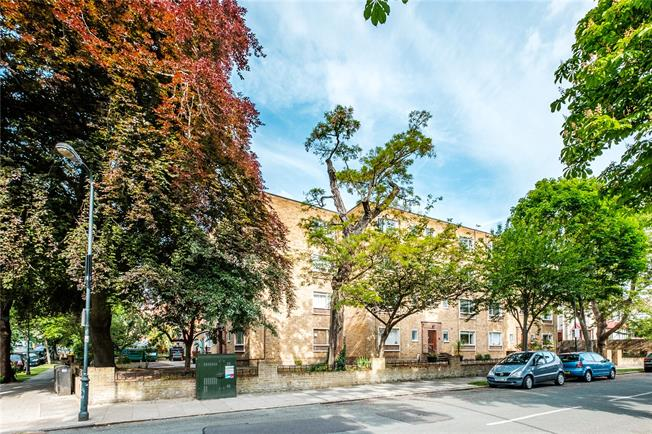 Offers in excess of £400,000, 1 Bedroom Flat For Sale in London, N5