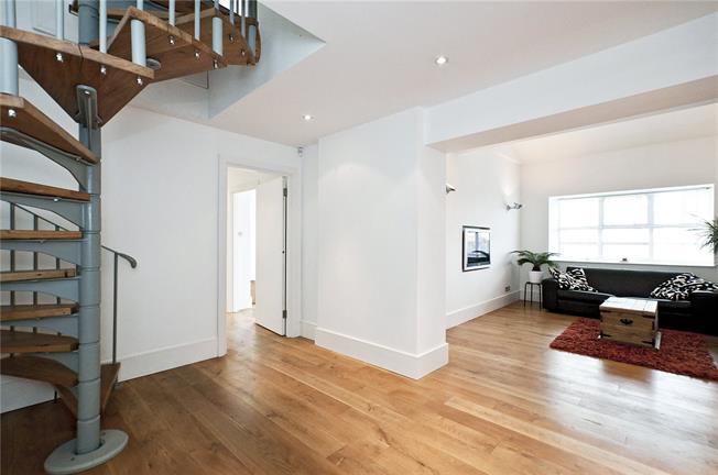 Offers in excess of £600,000, 3 Bedroom Flat For Sale in London, N7