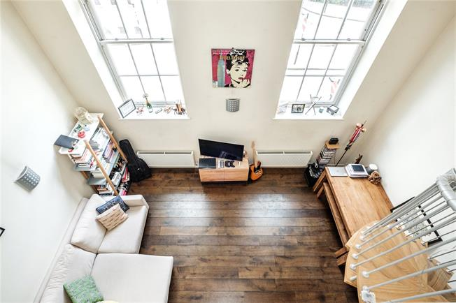 Offers in excess of £400,000, 1 Bedroom Flat For Sale in London, N1