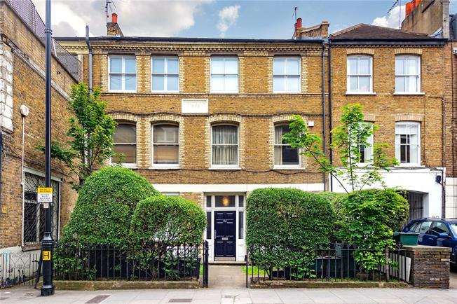 Offers in excess of £550,000, 2 Bedroom Flat For Sale in London, N1