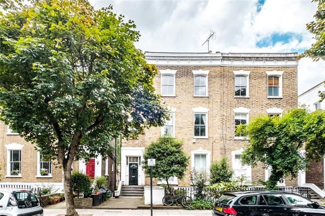 Asking Price £550,000, 2 Bedroom Flat For Sale in London, N1
