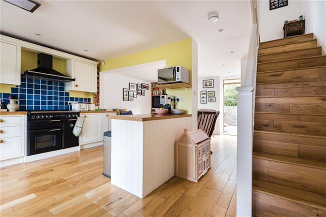 Asking Price £750,000, 3 Bedroom Flat For Sale in London, N1