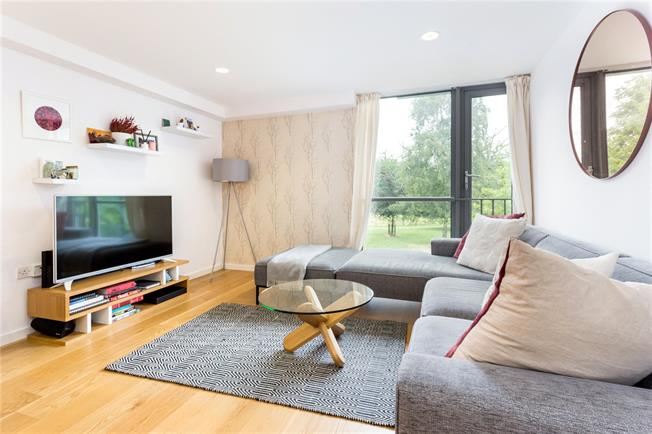 Offers in excess of £900,000, 2 Bedroom Flat For Sale in London, N1