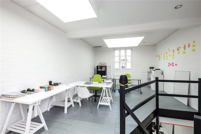 Offers in excess of £1,000,000, 3 Bedroom House For Sale in London, N1