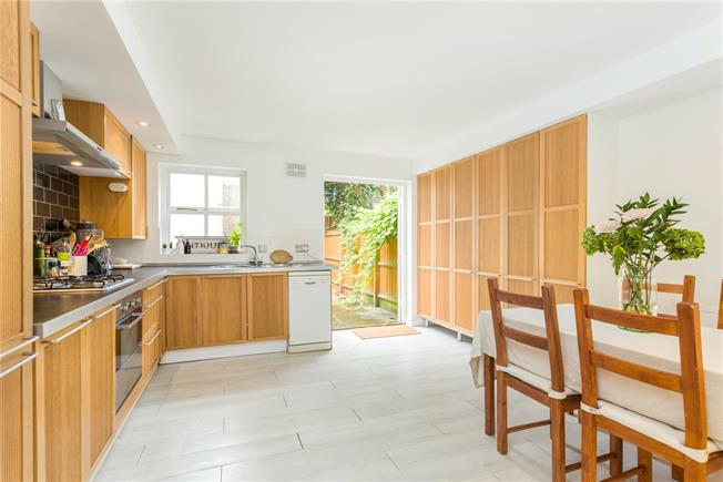 Offers in excess of £800,000, 3 Bedroom Terraced House For Sale in London, N1