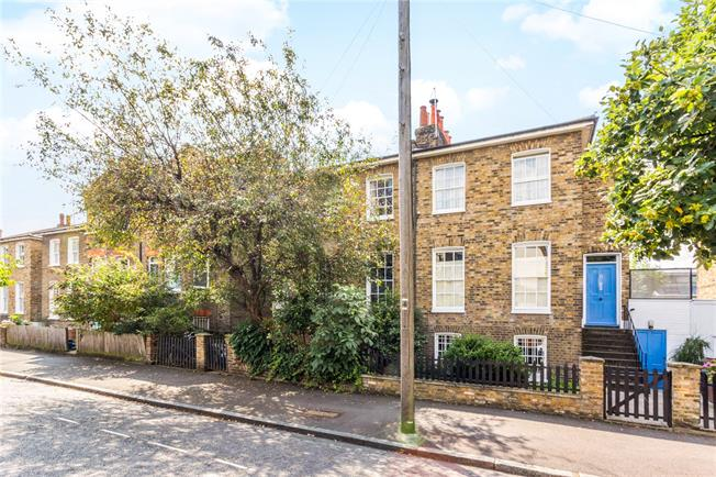 Offers in excess of £1,500,000, 4 Bedroom House For Sale in London, N1