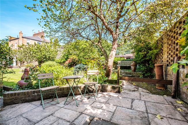 Asking Price £1,900,000, 5 Bedroom Detached House For Sale in London, E8