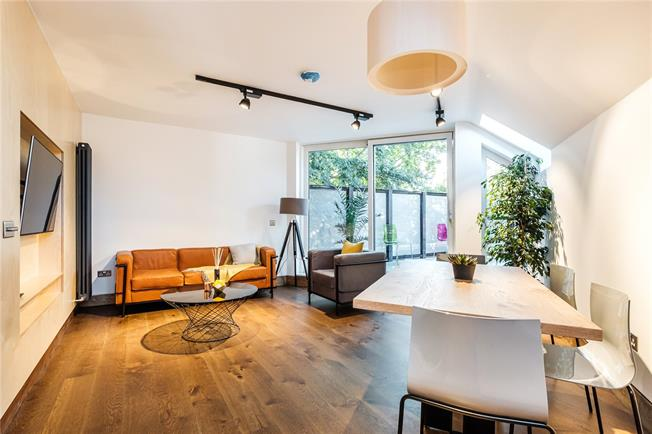 Asking Price £400,000, Flat For Sale in Islington, London, N5