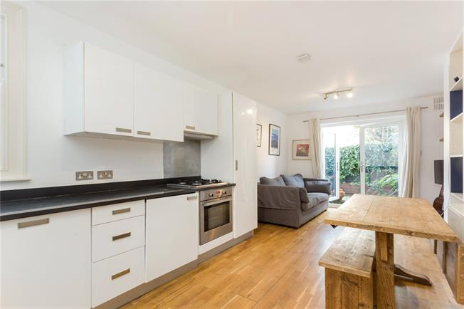 Asking Price £600,000, 2 Bedroom Flat For Sale in London, N5