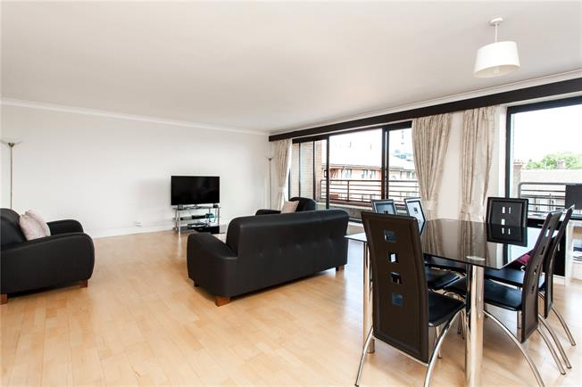 Asking Price £1,675,000, 3 Bedroom Flat For Sale in London, W8