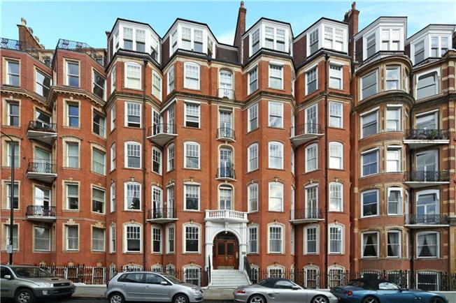 Asking Price £3,850,000, 4 Bedroom Flat For Sale in London, W8
