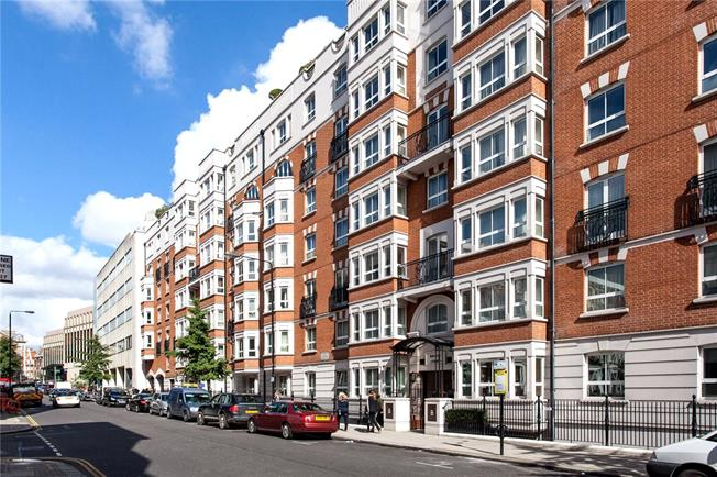 Asking Price £2,250,000, 3 Bedroom Flat For Sale in London, W8