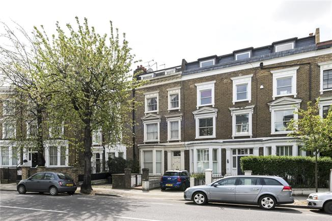 Asking Price £550,000, 2 Bedroom Flat For Sale in London, W14
