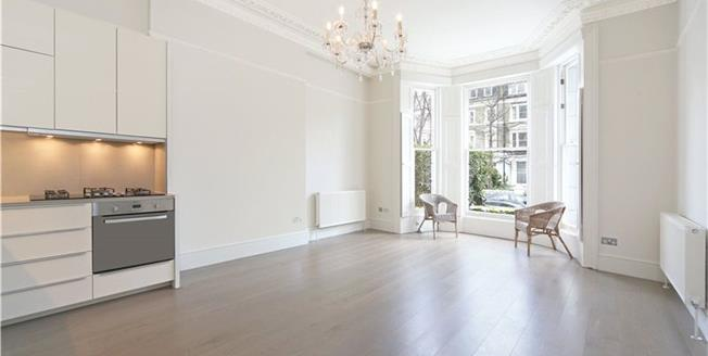 Asking Price £895,000, 2 Bedroom Flat For Sale in London, W14