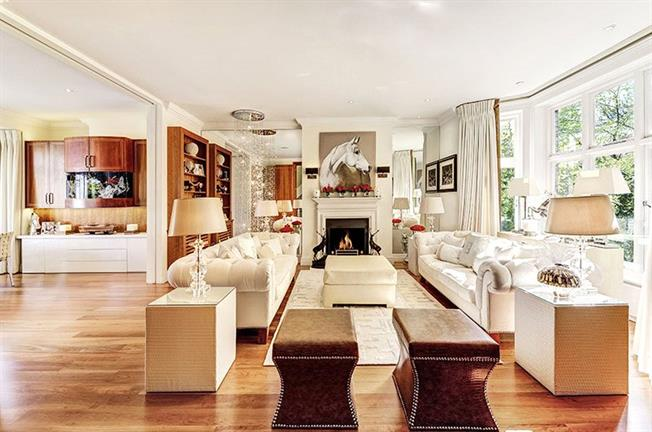 Asking Price £7,350,000, 5 Bedroom Flat For Sale in London, W8