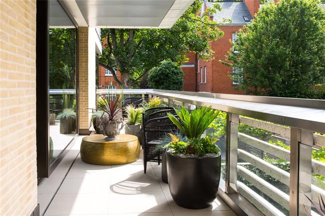 Asking Price £13,450,000, 4 Bedroom Flat For Sale in London, W8