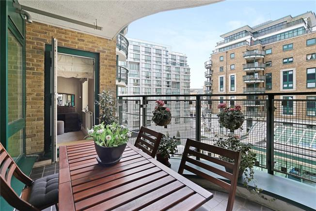 Asking Price £1,450,000, 2 Bedroom Flat For Sale in London, W14