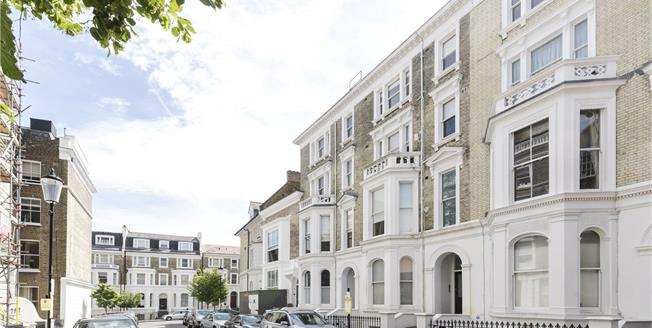 Asking Price £2,750,000, 3 Bedroom Flat For Sale in London, W8
