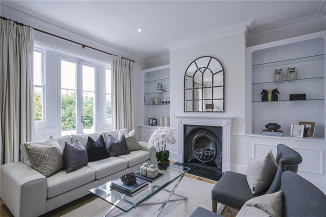 Asking Price £1,598,000, 3 Bedroom Flat For Sale in London, W8