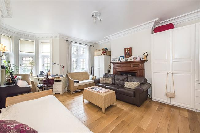 Asking Price £2,150,000, 3 Bedroom Flat For Sale in London, W8