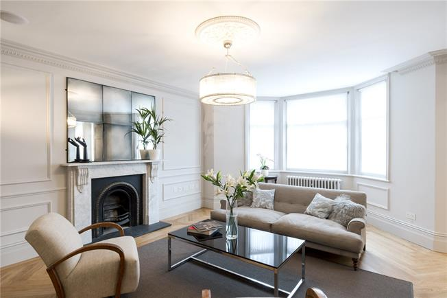 Asking Price £1,800,000, 2 Bedroom Flat For Sale in London, W8