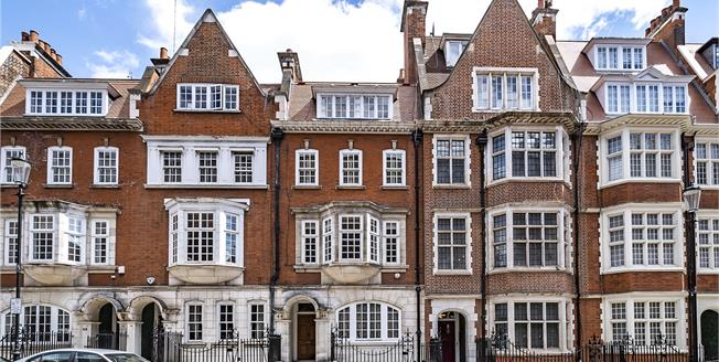 Guide Price £3,250,000, 4 Bedroom Flat For Sale in London, W8
