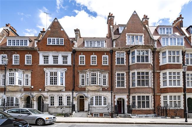 Asking Price £2,650,000, 4 Bedroom For Sale in London, W8