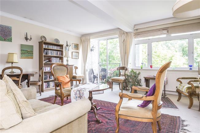 Asking Price £850,000, 2 Bedroom Flat For Sale in London, W14