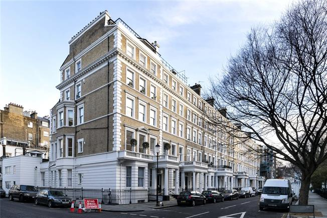 Asking Price £3,150,000, 4 Bedroom Flat For Sale in London, SW7