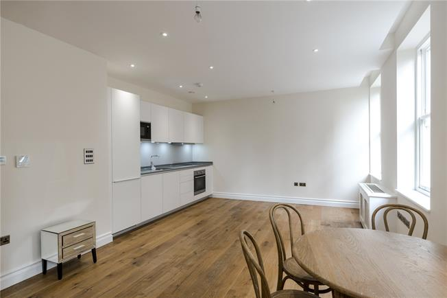 Asking Price £910,000, Flat For Sale in London, W8