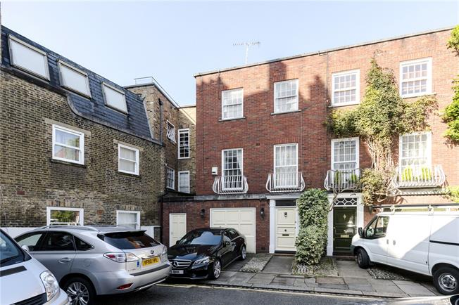Asking Price £2,850,000, 4 Bedroom Semi Detached House For Sale in London, W8